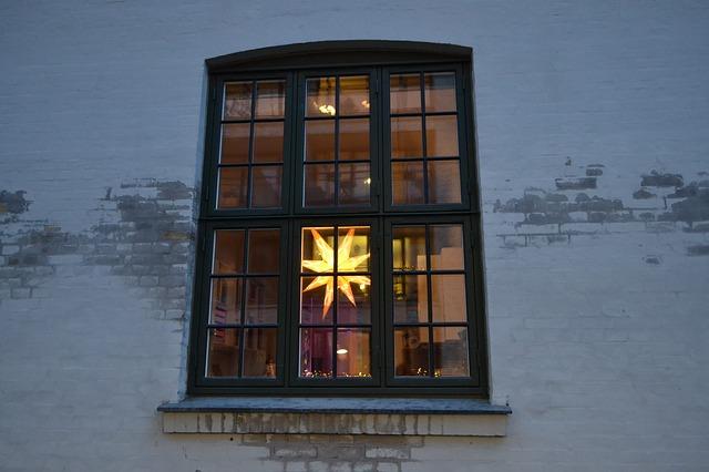 window-1956424_640